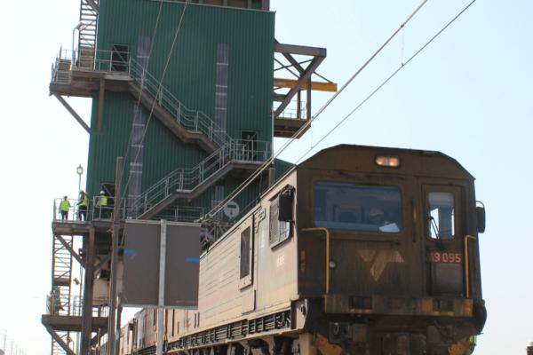 Viva Engineering 1546 Tweefontein Train Loadout Image 03.1
